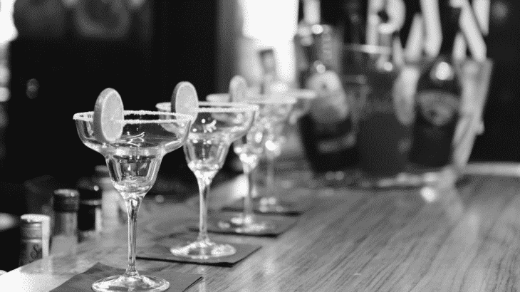 black-white-photo-empty-margarita-glasses-on-bar