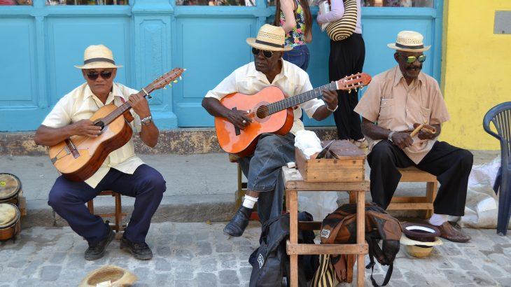 street-performers-havana-cuba