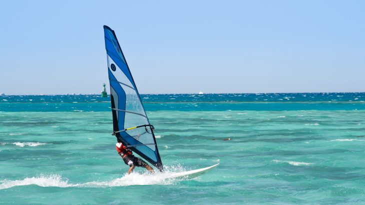windsurf-off-beach-aruba