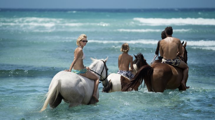 horseback-ride-in-ocean-montego-bay-jamaica