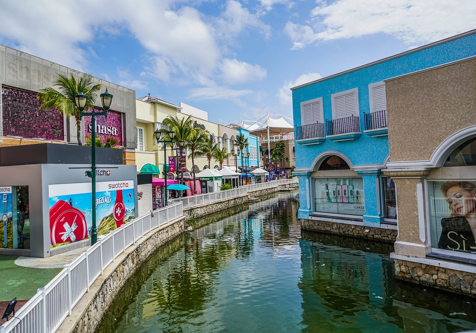 La-isla-shopping-village-in-cancun