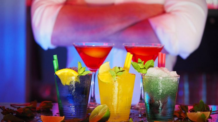 cancún-nightlife-colorful-cocktails
