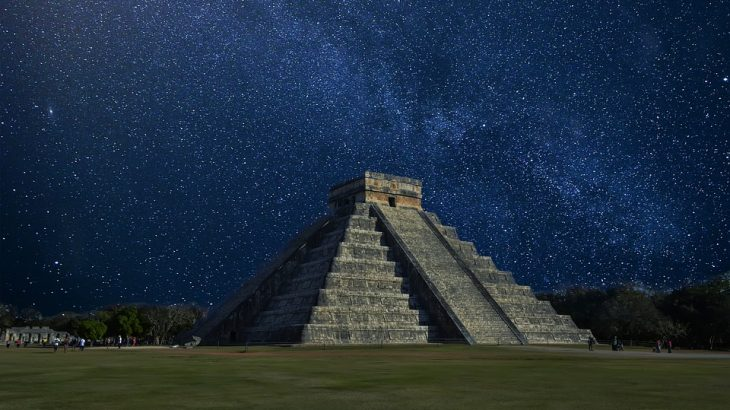 chichen-itza-pyramid-nighttime