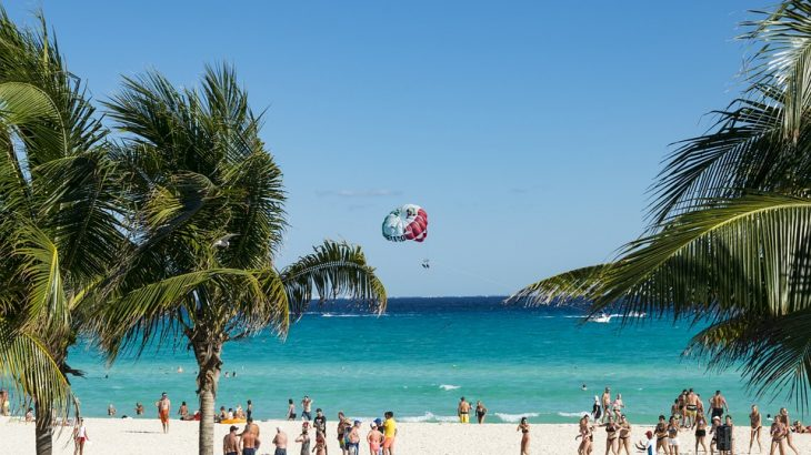 cancun-beach-parasailing-palm-trees