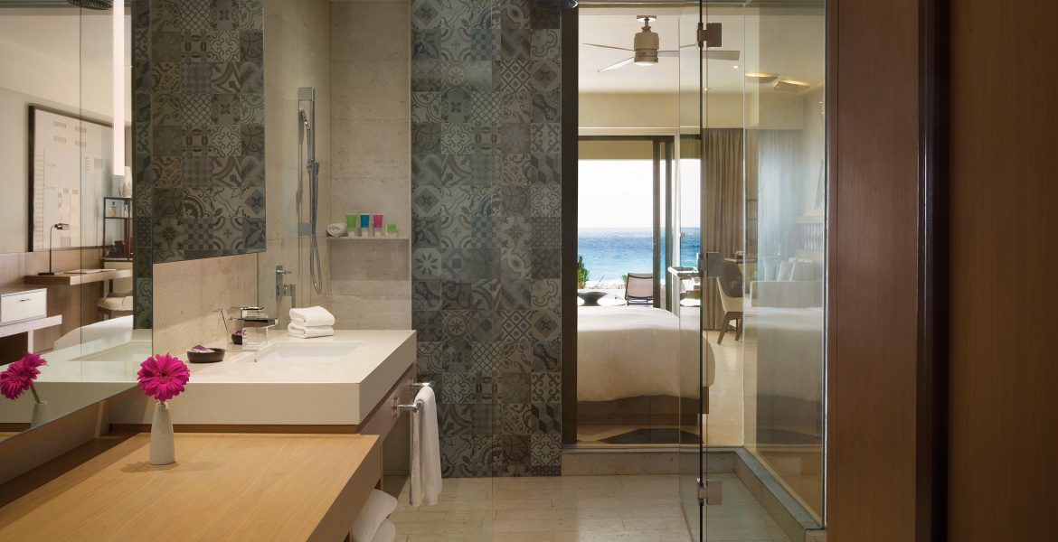 bathroom-hyatt-ziva-cancun