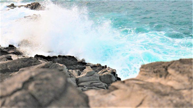 waves-crash-rocks