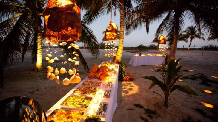 beach-reception-candles-flowers