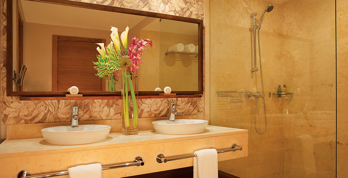 junior-suite-bathroom-secrets-royal-beach
