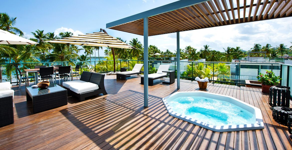rooftop-jacuzzi-wood-floor