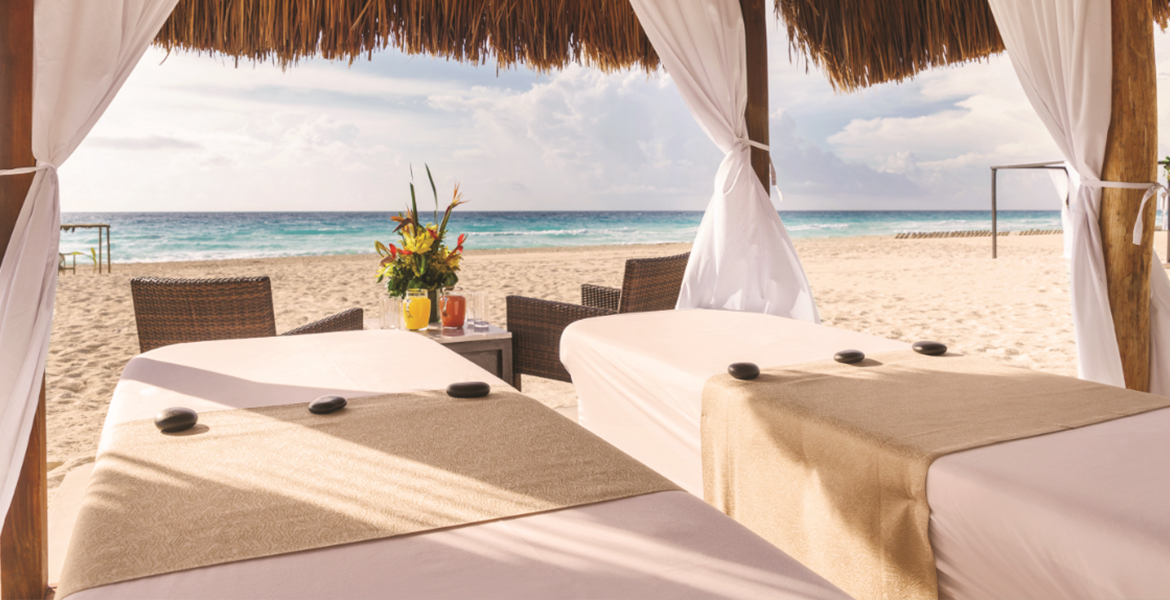 massage-beach-panama-jack-resorts-cancun