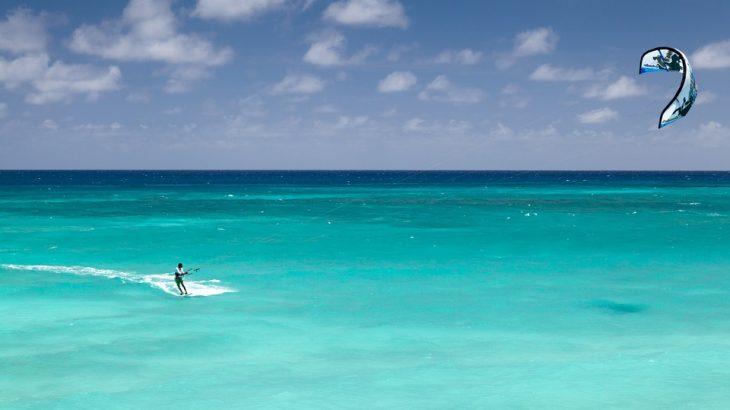 Kitesurfing-turquoise-water-caribbean