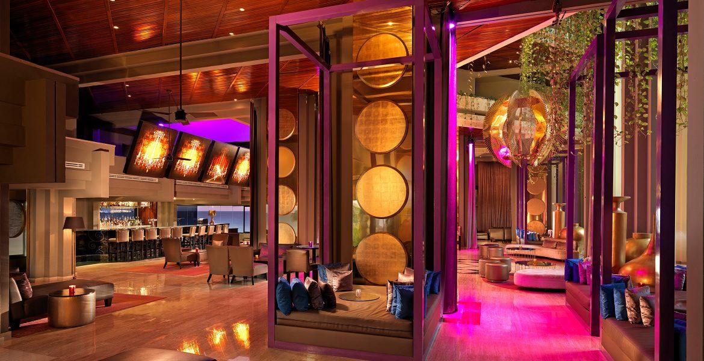 avenue-bar-pink-gold-decor-paradisus-cancun