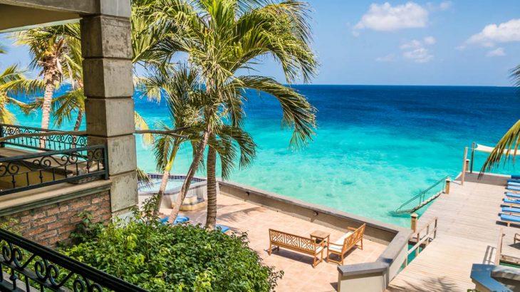 turquoise-sea-balcony-view-bellefonte-hotel-bonaire
