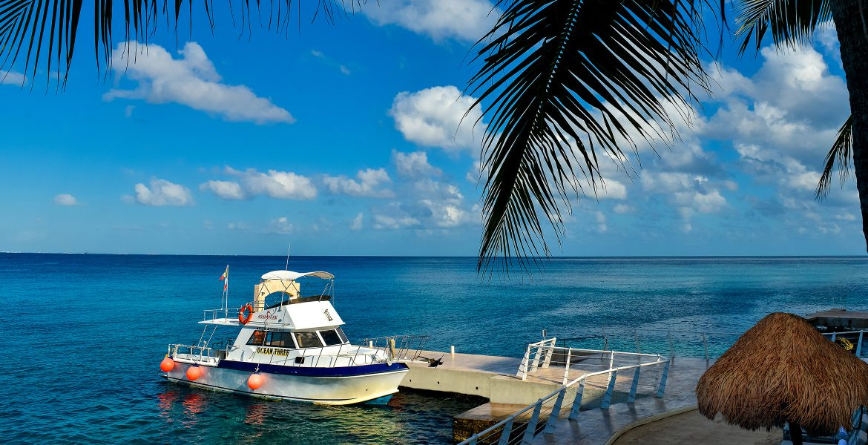 cozumel-palace-dock-yacht