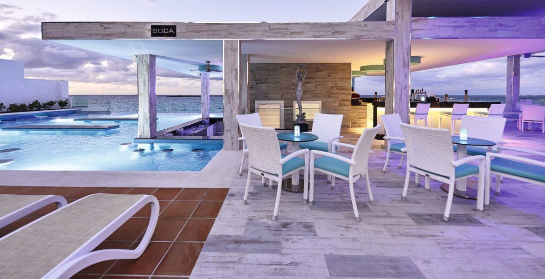 poolside-dining-riu-palace-paradise-island