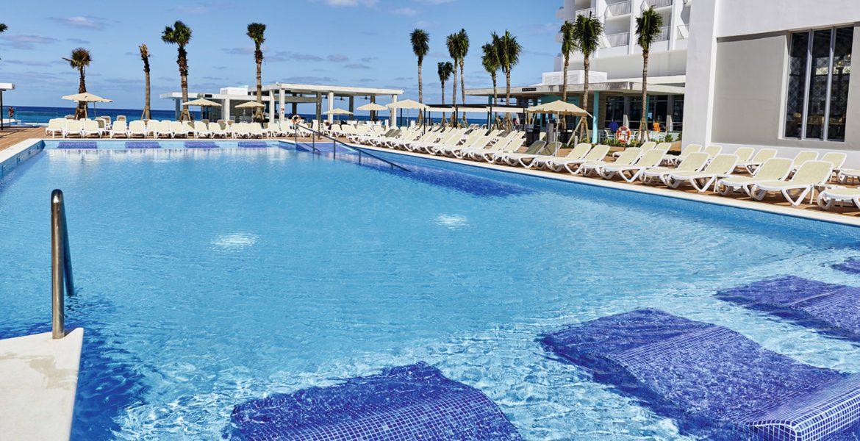 pool-riu-palace-paradise-island