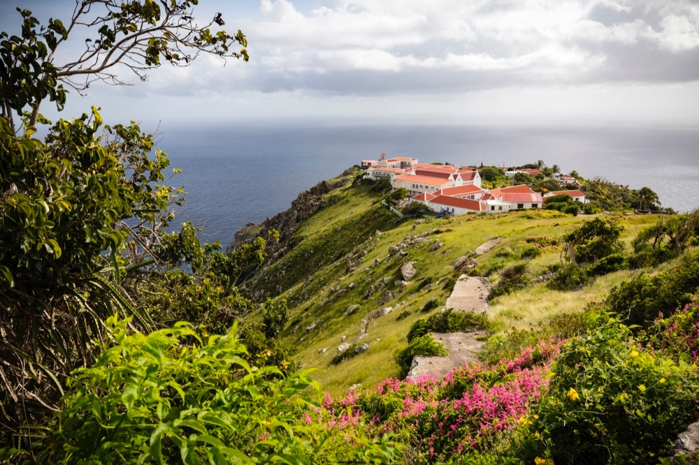 cliffs-of-saba-seaview
