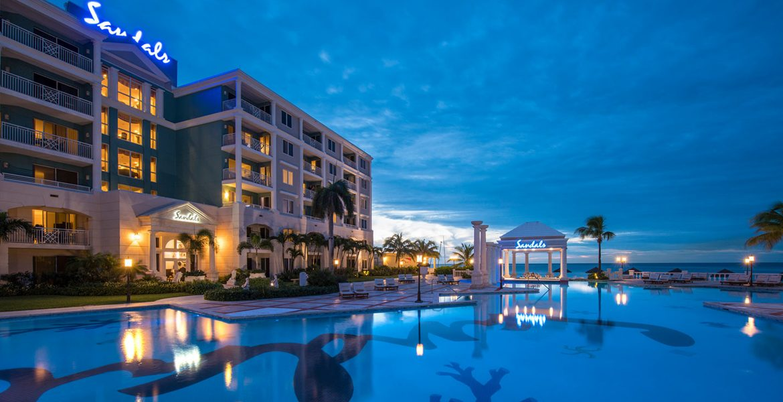 sandals-royal-bahamian-pool-sunset