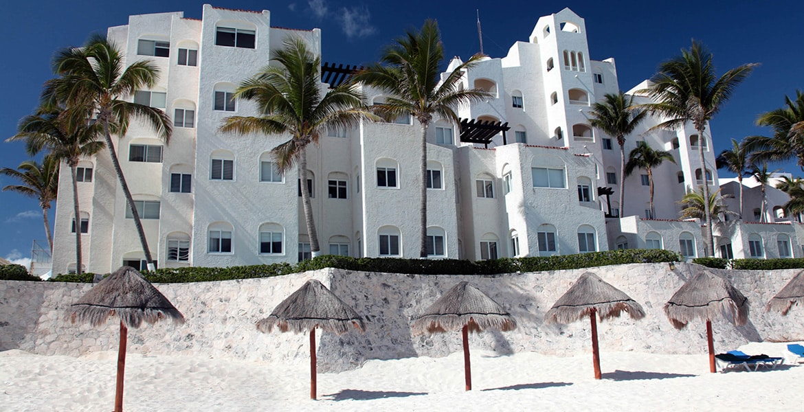 white-sand-beach-gr-caribe-solaris-resort