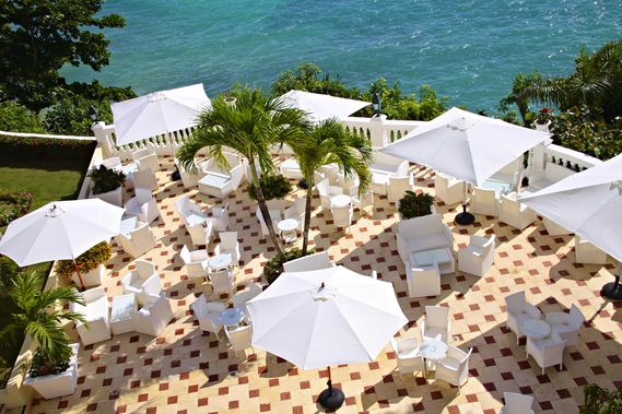 white-umbrellas-patio-luxury-bahia-principe-cayo-levantado