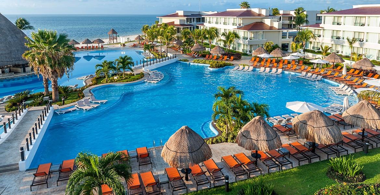 pool-moon-palace-cancun