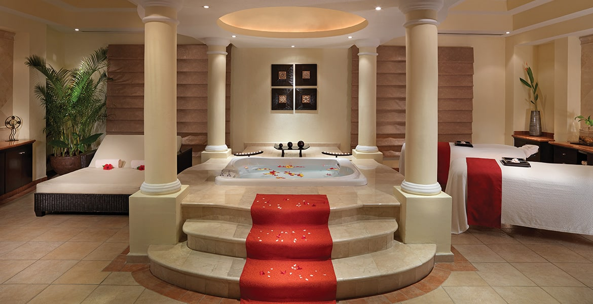 gold-suite-spa-tub-moon-palace-cancun