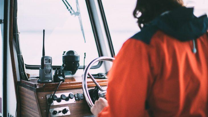 captain-sailing-boat-excursion-sea