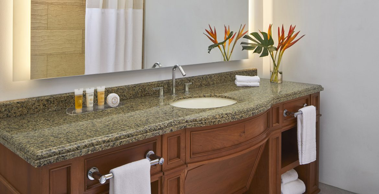 bathroom-coral-atlantis-paradise-island-bahamas