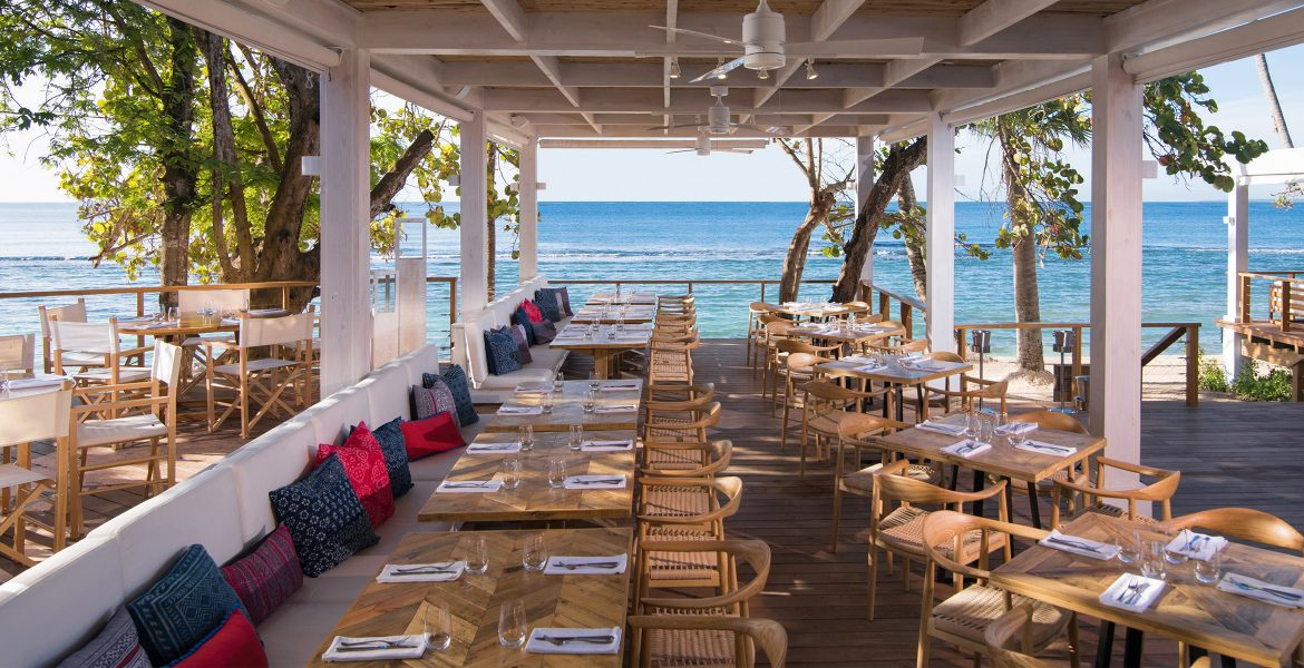 beachfront-dining-casa-de-campo