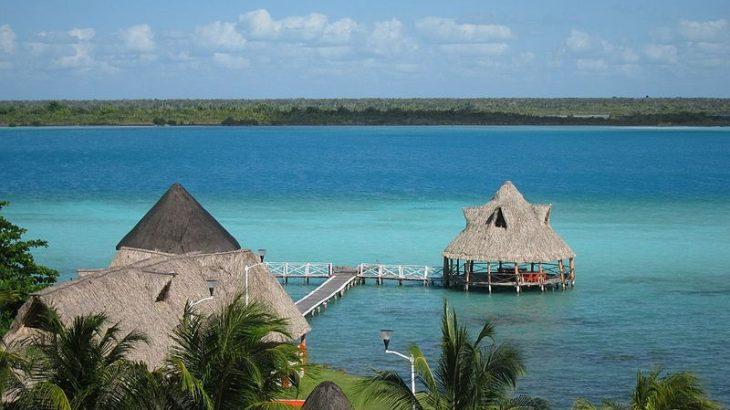 bacalar-lagoon-mexico-tiki-huts