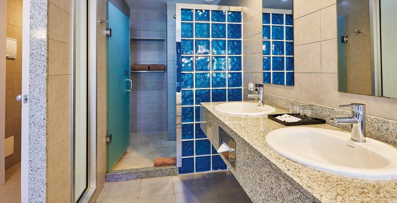 hotel-riu-bambu-bathroom