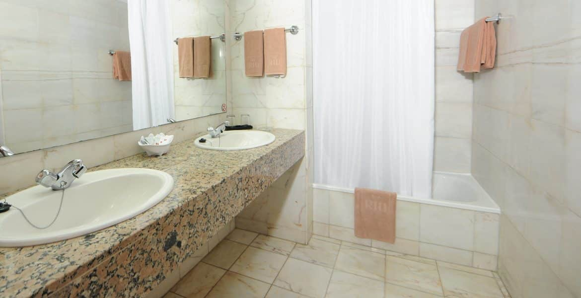 suite-bathroom-playabachata-resort
