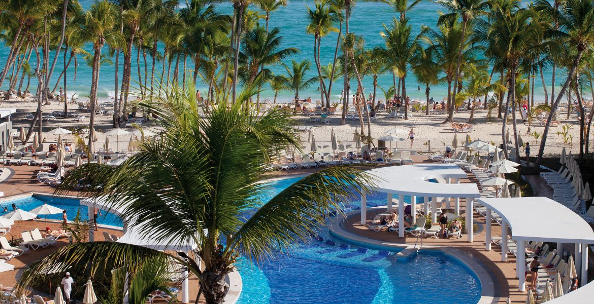 palm-trees-pool-riu-palace-bavaro