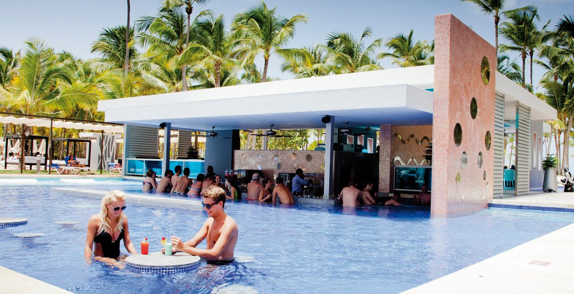 riu-macao-pool-bar