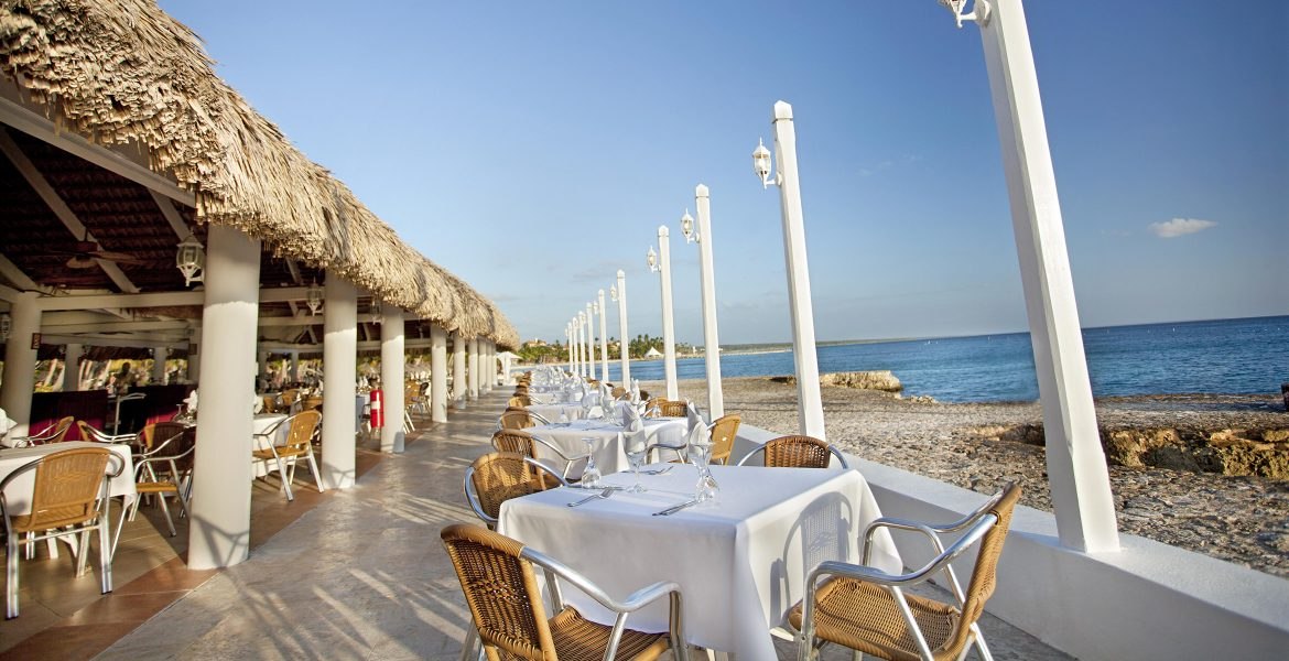 beach-dining-viva-wyndham-dominicus-beach-dominican-republic