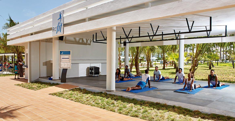 yoga-class-riu-palace-punta-cana