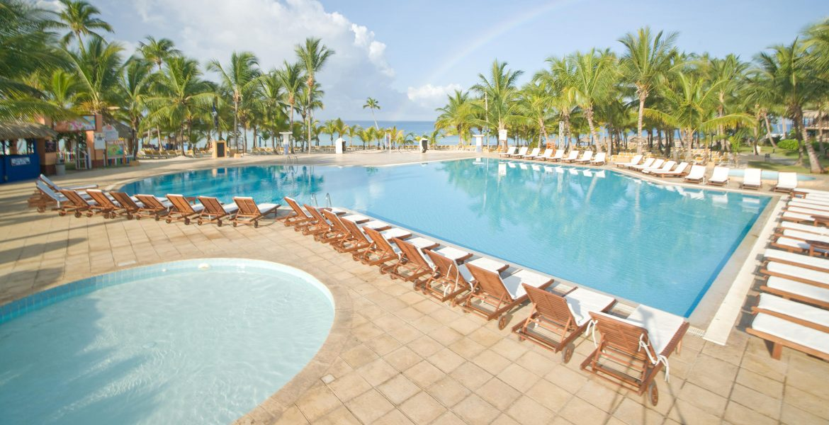 pool-loungers-viva-wyndham-dominicus-beach
