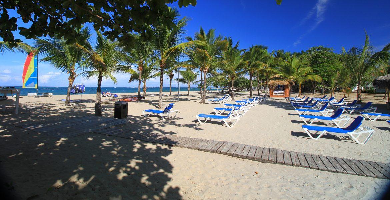 beach-chairs-viva-wyndham-v-heavens-dominican-republic