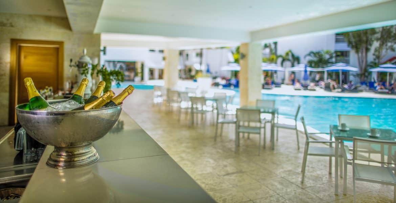 pool-bar-viva-wyndham-v-heavens-dominican-republic