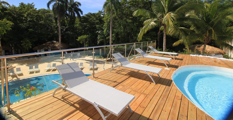 pool-chairs-viva-wyndham-v-heavens-dominican-republic