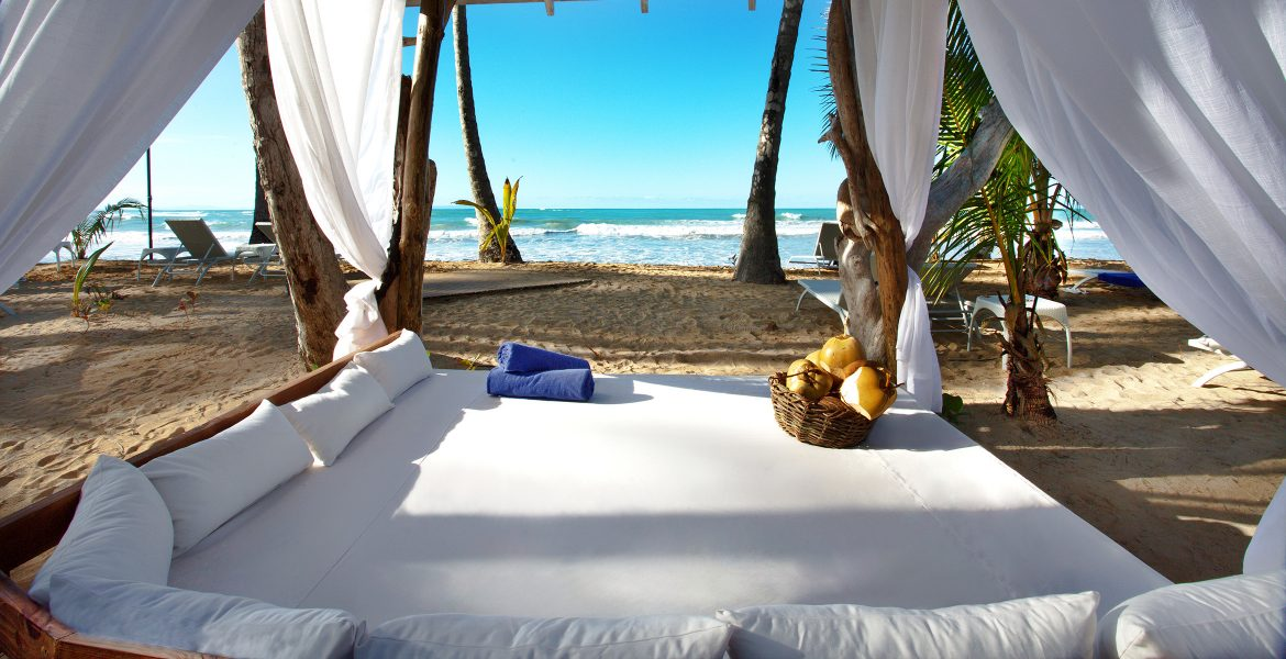outdoor-bed-viva-wyndham-v-samana