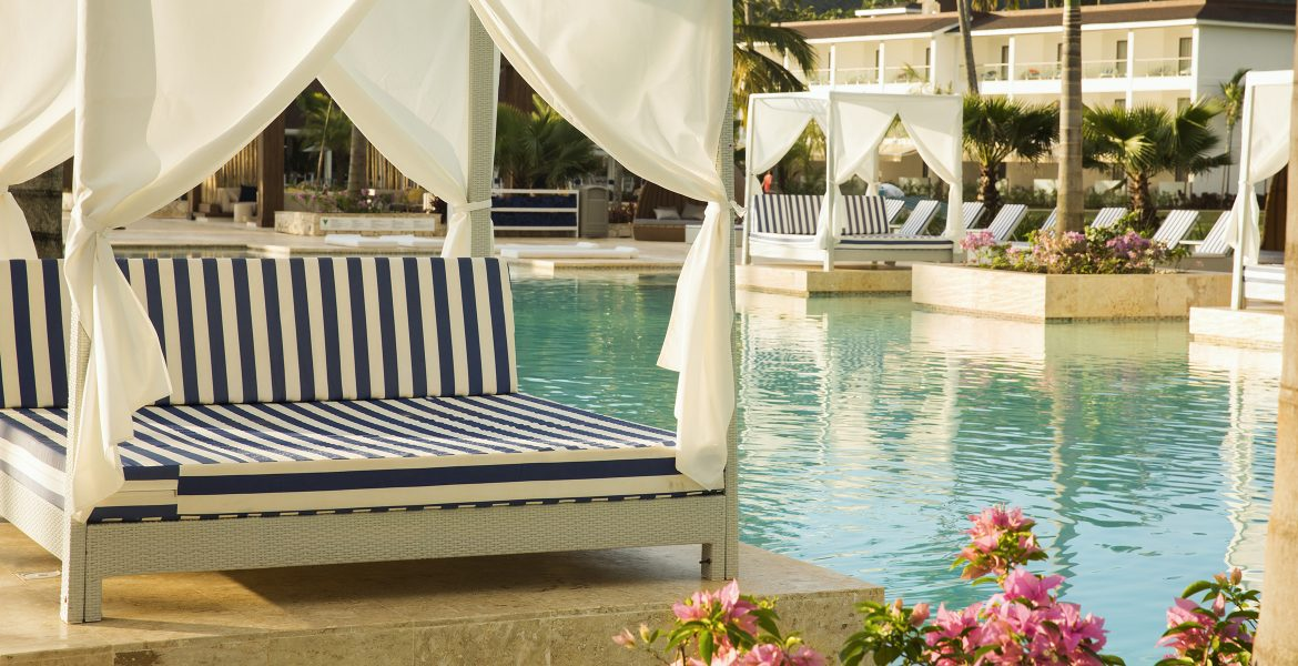 pool-area-viva-wyndham-v-samana