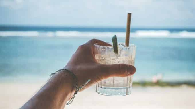 rum-cocktail-drink-tropical-beach