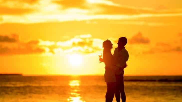 couple-beach-sunset