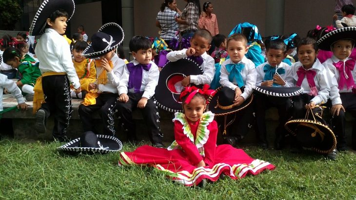 kids-dressed-mexican-mariachi-band