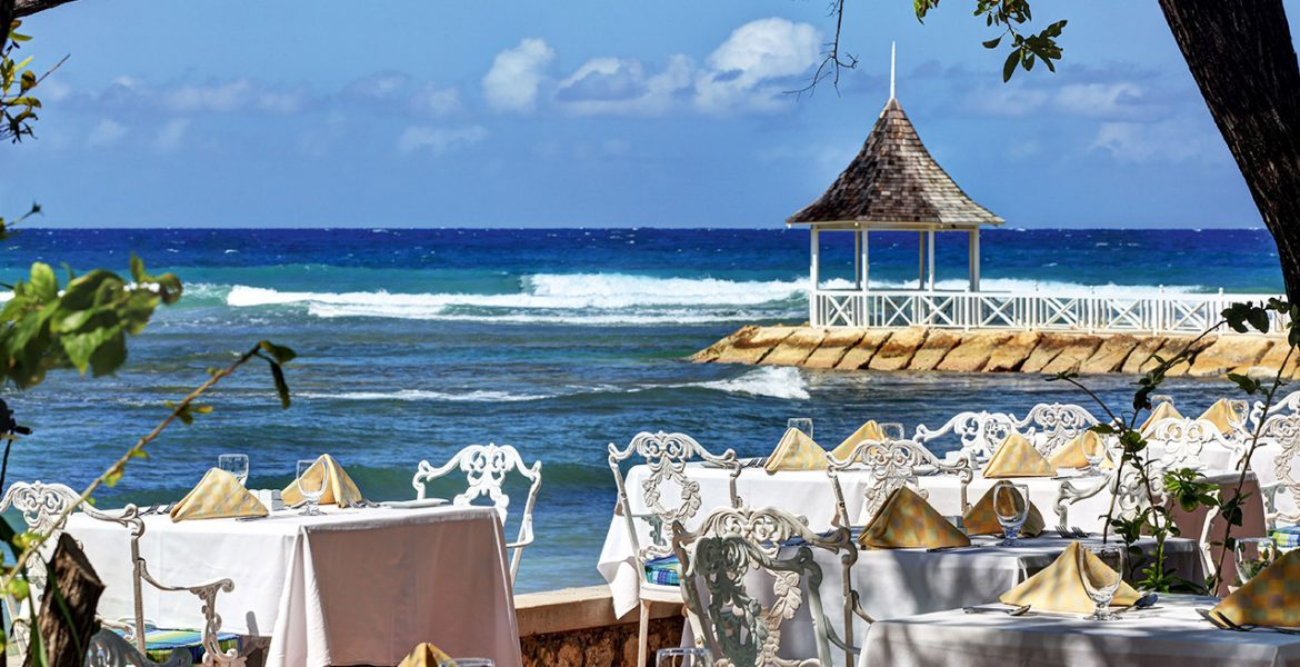 outdoor-dining-half-moon-jamaica
