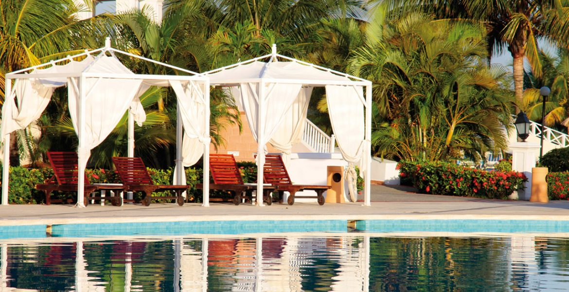 pool-cabana-luxury-bahia-principe-runaway-bay-resort-jamaica