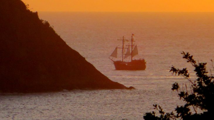 pirate-ship-sunset-st-lucia