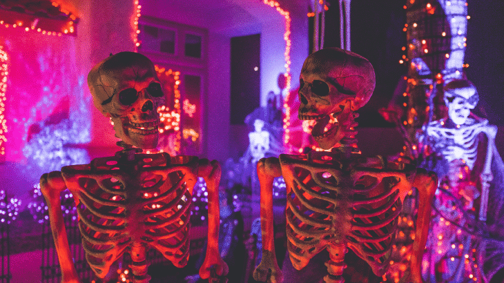 halloween-decor-skeletons