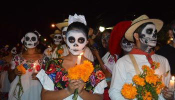 painted-faces-people-day-of-dead-vigil-mexico